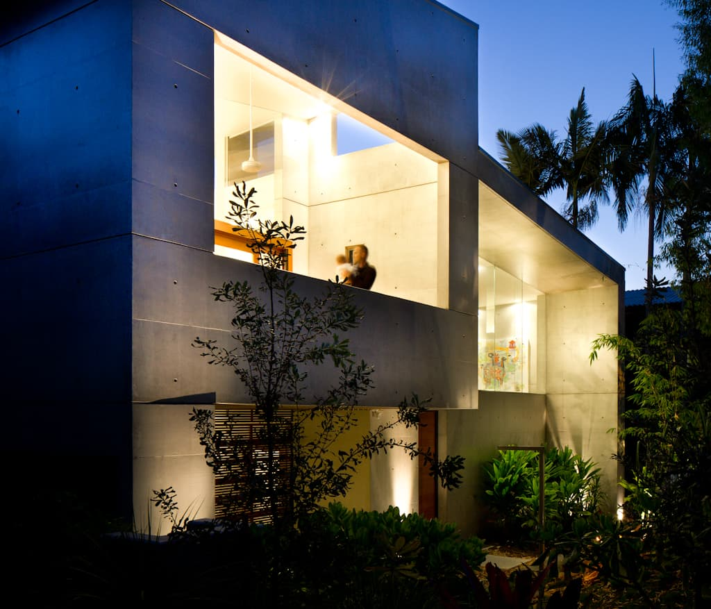 Concrete beach house with Japanese aesthetic in Noosa Heads